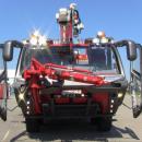 Potężne wozy strażackie na lotnisku