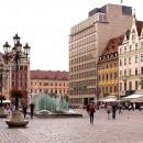 Lewitująca scena sylwestrowa nad wrocławską fontanną