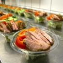 Aquapark przekazuje obiady dla potrzebujących